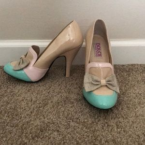 Heels with a bow.